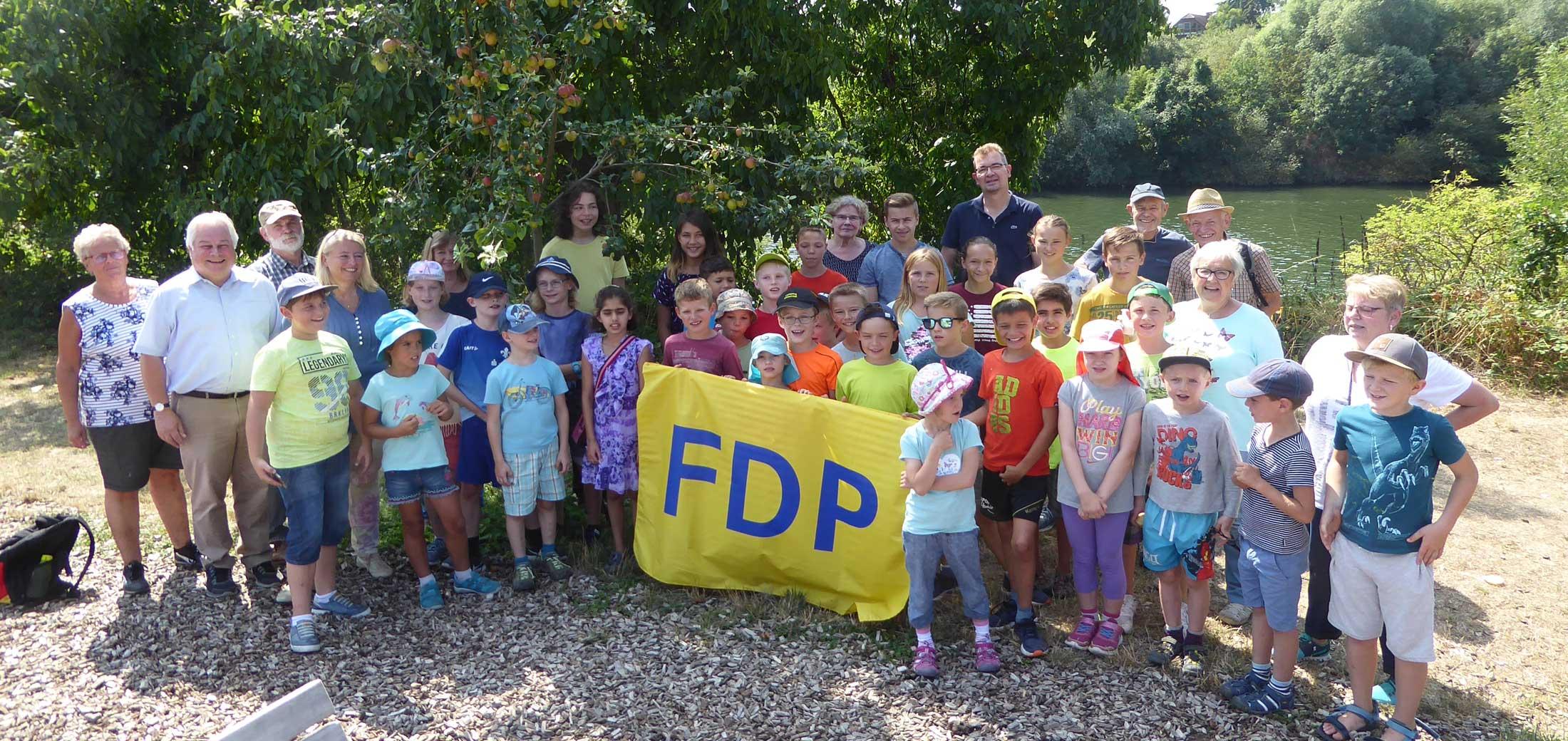 """""""Natur pur – mit der FDP durch Feld und Flur"""" – Das Wasser und seine Kraft 37 Kinder besuchten Neckar-Schleuse und Wasserkraftwerk"""